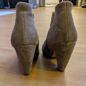 Steve Madden taupe heeled booties